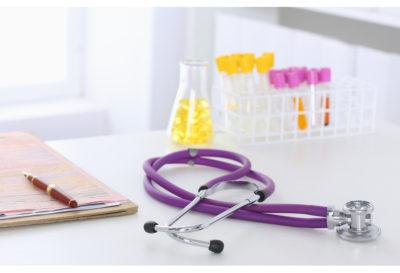Sentència d'indemnització per negligència mèdica en assajos clínics amb medicaments