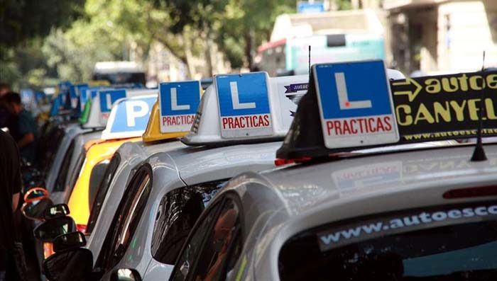 Accident amb cotxe d'autoescola quan feies pràctiques o quan et estaves examinant de la part pràctica