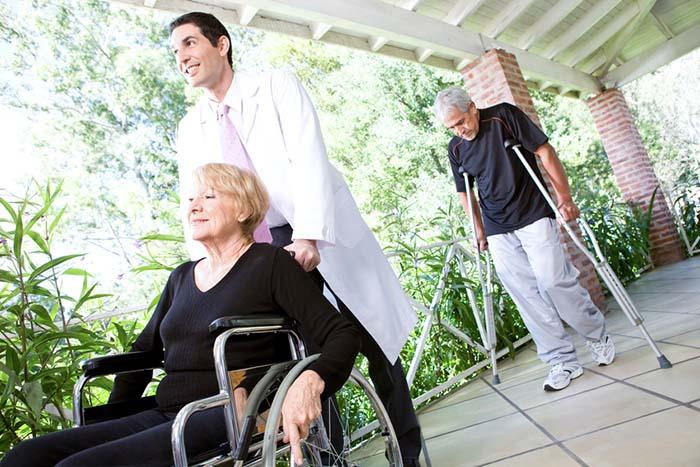 Imatge de persones amb alguna incapaciatat
